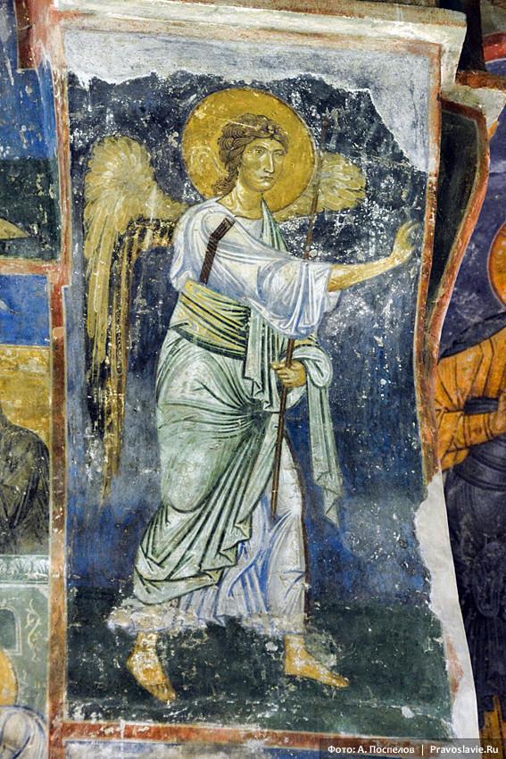 Архангел Гавриил. Фреска Спасо-Преображенского собора Мирожского монастыря