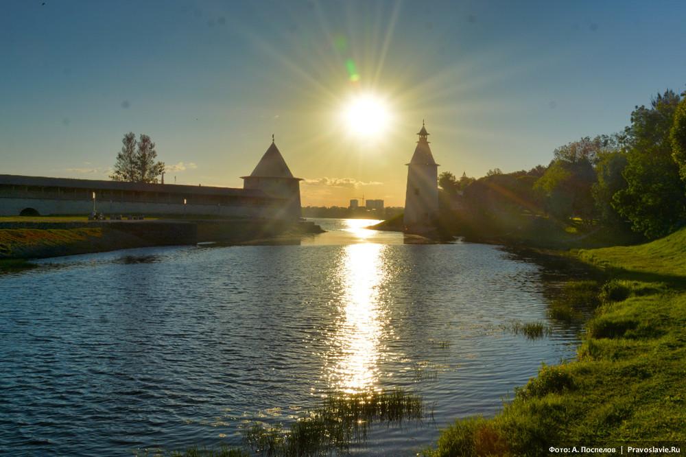 Река Пскова, башни Плоская и Высокая