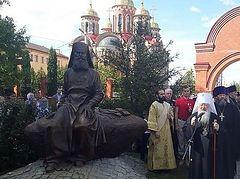 В Домодедово установлен памятник архимандриту Алипию (Воронову)