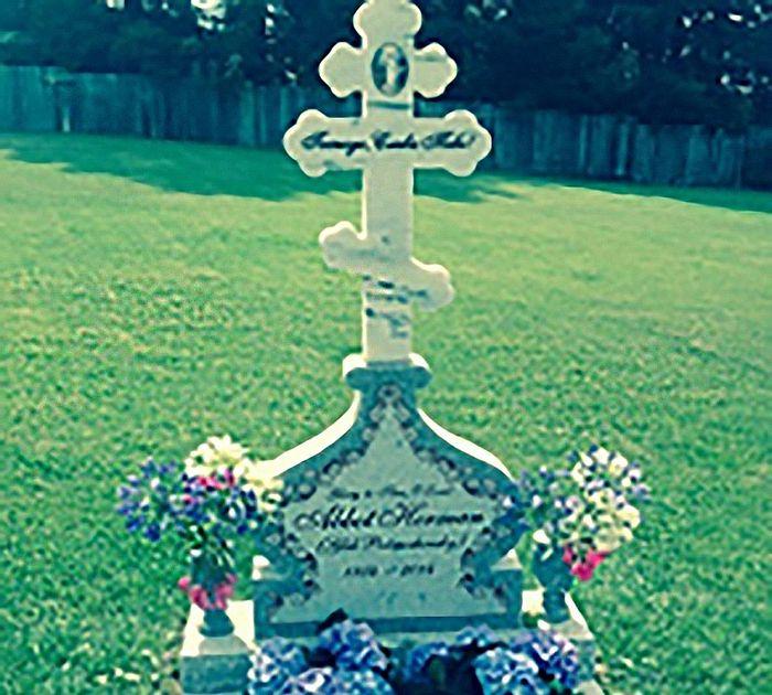Крест на могиле о. Германа