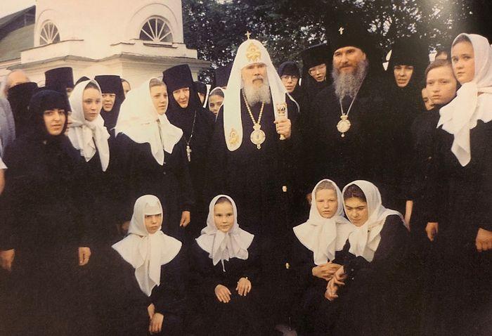 Святейший Патриарх Алексий II и архиепископ Климент в Свято-Никольском монастыре. 1999 г