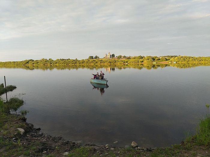 Волонтеры на р. Северная Двина. Фото: иеромонах Ириней (Пиковский)