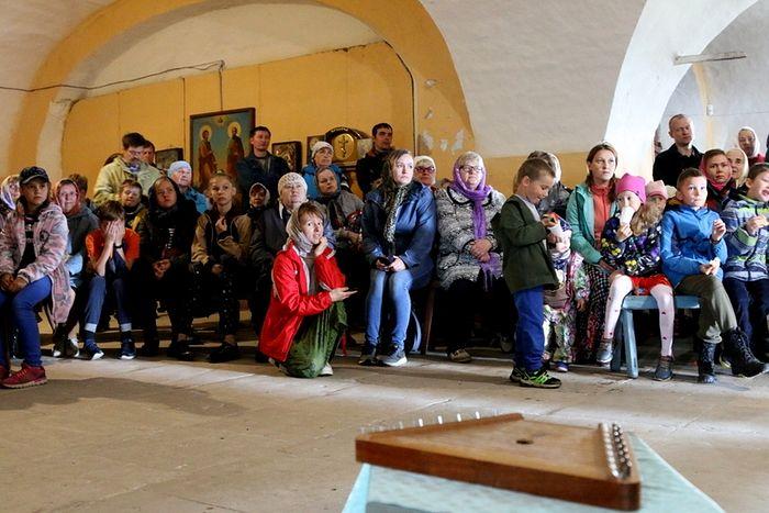 Сбор детей после Литургии, село Матигоры. Фото: Анна Тимакова