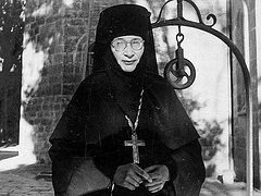 """Our Wise Amma"". Arab Nuns of the Convent of the Mount of Olives Share Their Memories of Abbess Tamara"