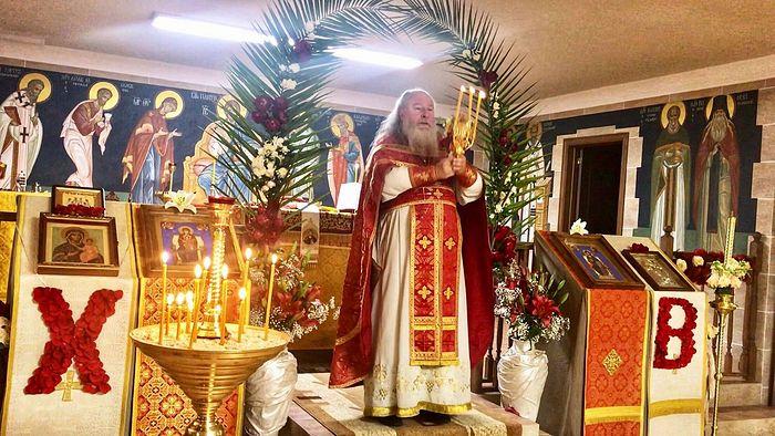 Протоиерей Александр Торик служит в храме Международного Христианского Центра духовной культуры Покров