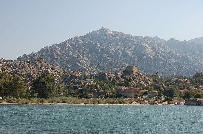 Гора Латр