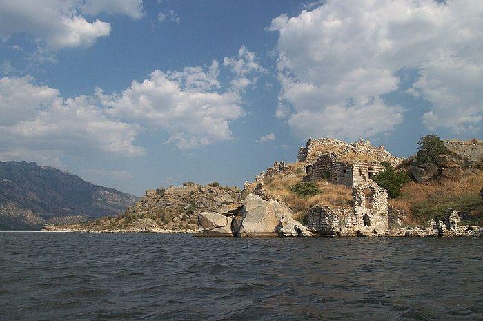 Гора Латр. Келливарский монастырь