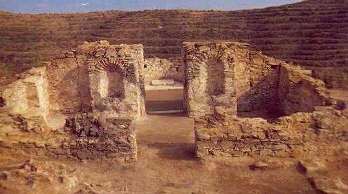 Раскопки на горе Папикий: монастырский храм