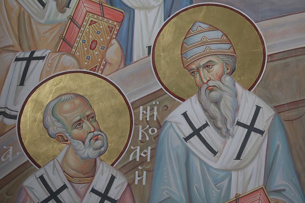 Святители Николай и Спиридон. Фрагмент фрески «Первый Вселенский Собор»