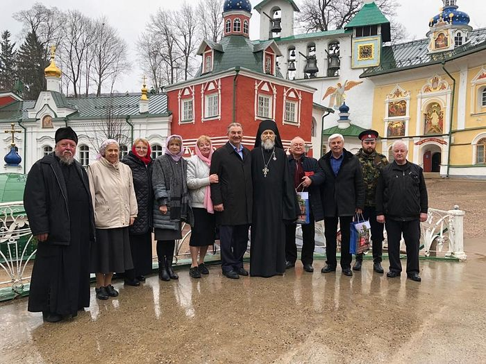 Рядом с отцом Тихоном Владислав Александрович Третьяк и Валерий Антонинович Поспелов