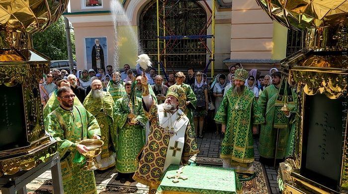 Освящение куполов для строящегося храма Святого Духа в с. Алексеевка