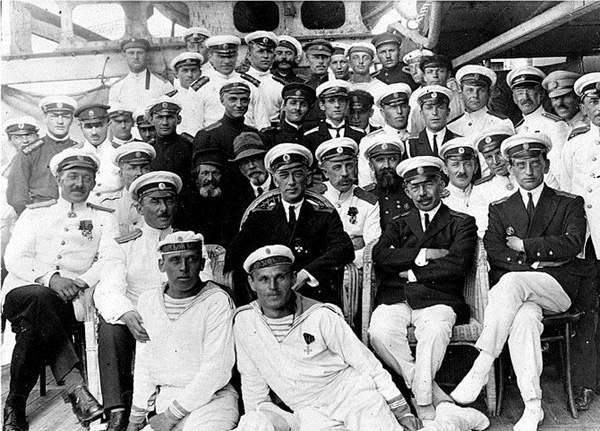 Officers and sailors of the Bizerte squadron