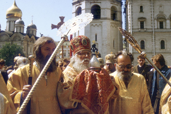 Bishop Basil carrying the Holy Fire at the Moscow Kremlin