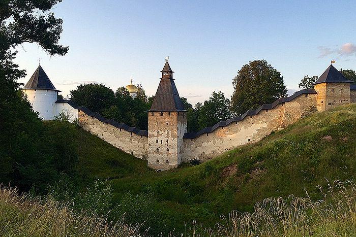 Стены древнего монастыря. Фото: Елена Чинкова