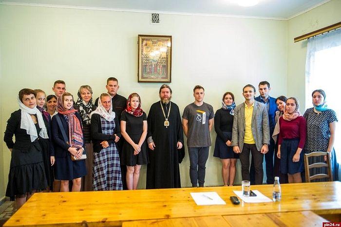 Студенты кафедры «Философии и теологии» с митрополитом Псковским и Порховским Тихоном