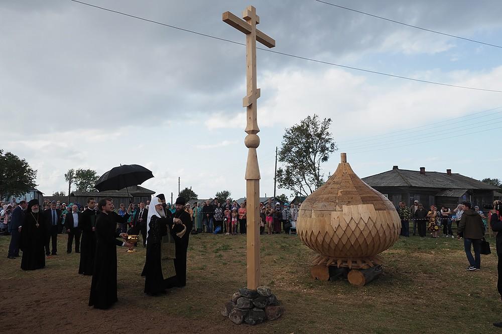 Освящение крестов и главок