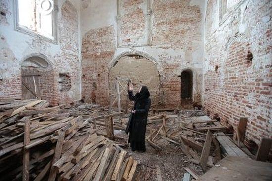 Руина соборного храма Преображенского Севского монастыря