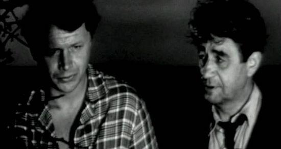 Колька (Ю. Скоп) и Вениамин Захарович (П. Крымов). Кадр из фильма «Странные люди»