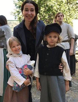 Лолита Наранович с юными актерами