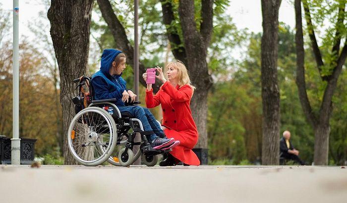 В Краснодаре священник обучает людей с инвалидностью искусству фотографии