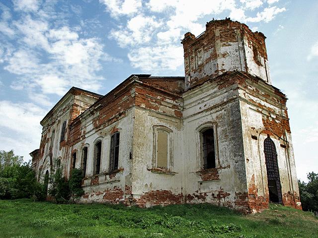 Церковь во имя Архистратига Михаила в селе Лох