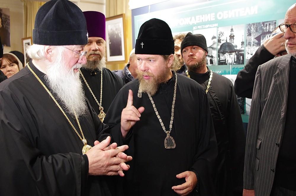 Обсуждение экспозиции. Митрополит Новгородский и Старорусский Лев и владыка Тихон