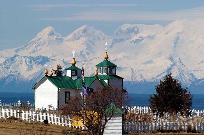 Православная церковь в деревне Нинильчик на Аляске