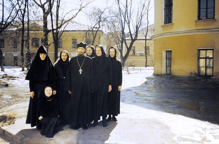 Монахиня Феофания и первые насельницы Покровской обители. 1995 год