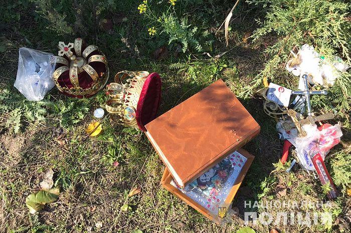 «Обворовал, потому что праздник». В день Покрова вор изрубил иконостас в церкви на Полтавщине