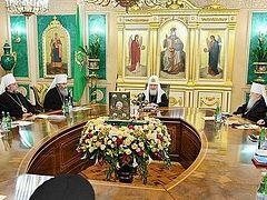 Святейший Патриарх Кирилл возглавил внеочередное заседание Священного Синода
