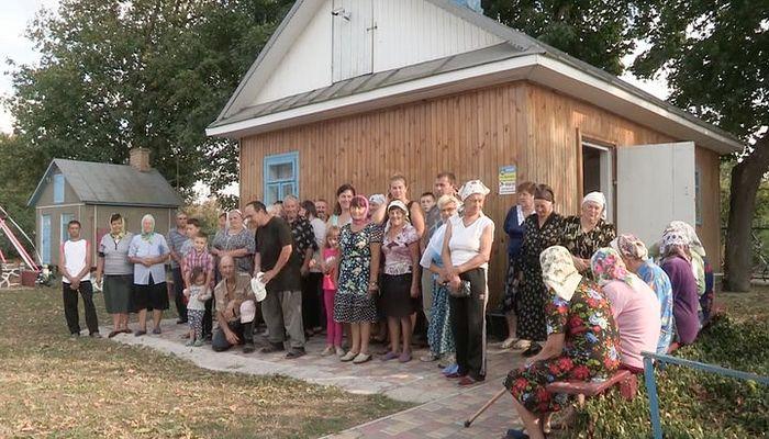 Στην κοινότητα της Ουκρανικής Ορθόδοξης Εκκλησίας στο χωριό Μνίσιν, μετά την βίαιη κατάληψη του Ναού τους, αναγκαστικά οι ακολουθίες τελούνται σε μικρό σπιτάκι. Φωτό: Ένωση Ορθόδοξων Δημοσιογράφων