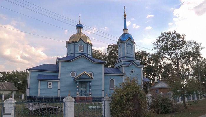 Ο Ιερός Ναός της Αγίας Σκέπης στο χωριό Μνίσιν που ανήκει στην Ουκρανική Ορθόδοξη Εκκλησία, τον οποίον είχαν καταλάβει οι εισβολείς της Ορθόδοξης Εκκλησίας της Ουκρανίας
