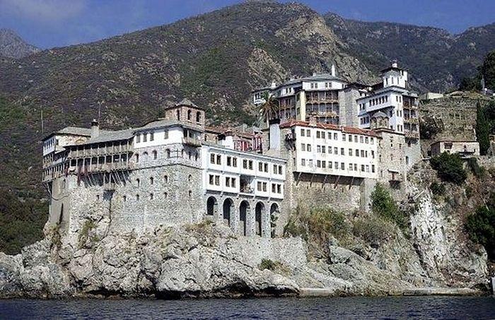 Игумен афонского монастыря обратился к епископам Греции: Из-за украинского вопроса возможность раскола очень большая