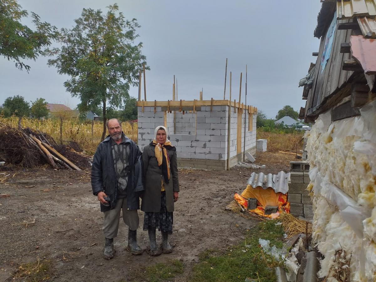 Romanian Parishes Build New Home For Elderly Couple In