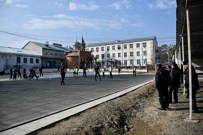 Будущие священники сыграли в футбол с заключенными на Кубани