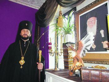 """Archbishop"" Viktor Konturozov by a photo of Patriarch Bartholomew. Photo: ng.ru"