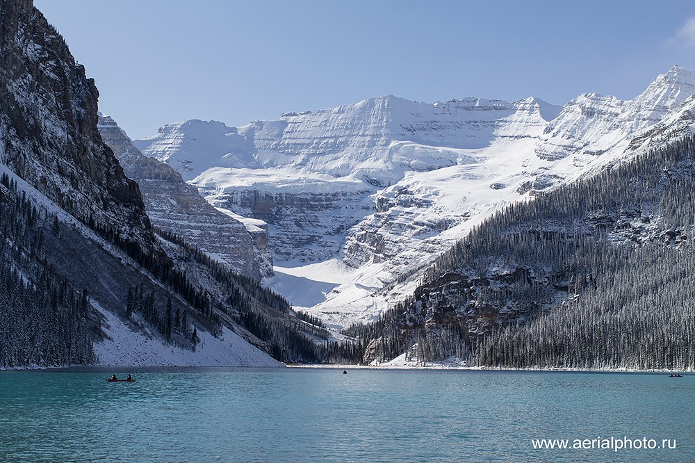 Озёра посреди скалистых гор