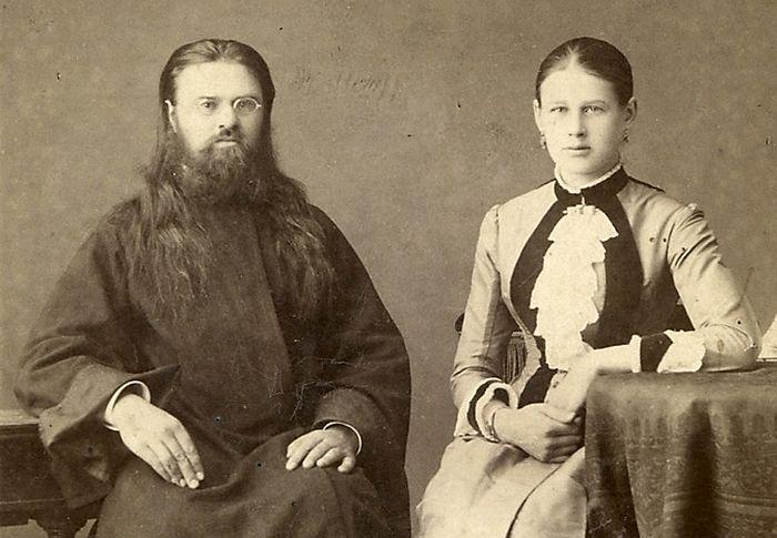 Прапрадедушка епископа Саввы — cвященник Николай с матушкой Фото tutunov.org