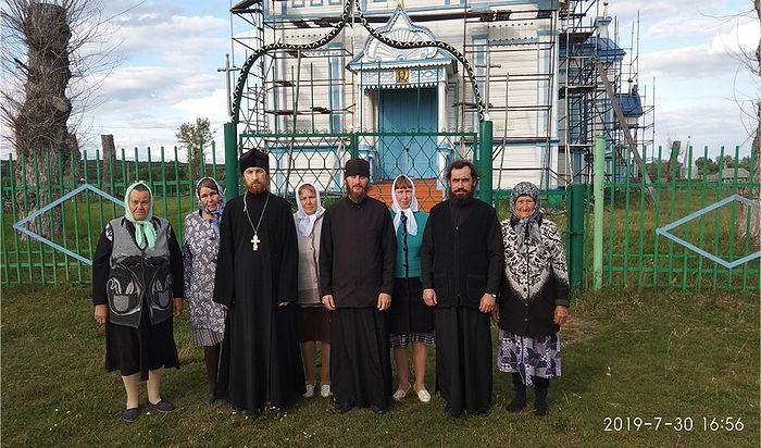 Участники встречи памяти иером. Петра (Эрзина) 30.08.2019 г около Успенского храма