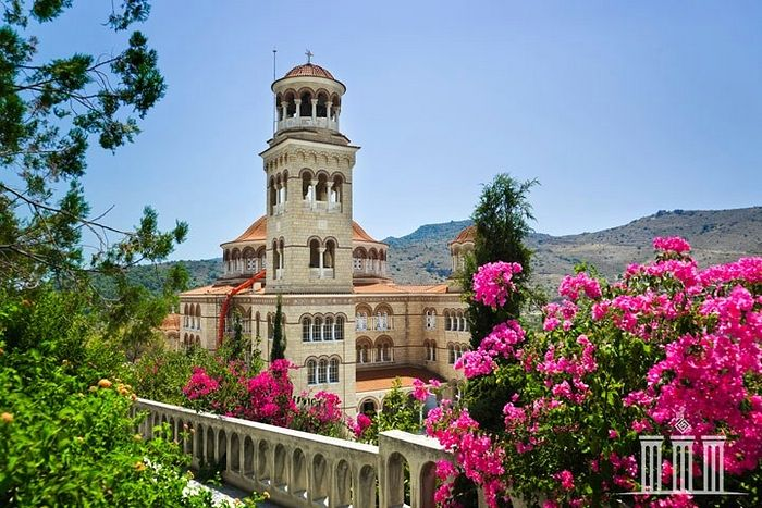 Holy Trinity-St. Netkarios Monastery on the island of Aegina. Photo: grekomania.ru
