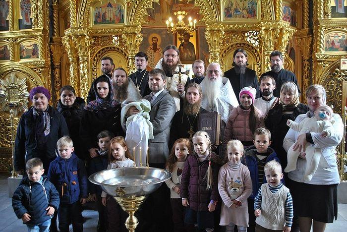 После совершения таинства Крещения в Обыденном Введенском храме – фото на память