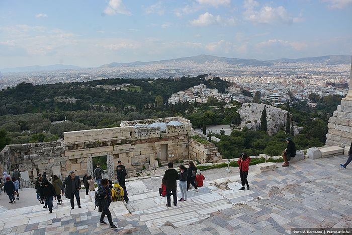 Вид на Афины от лестницы Пропилей. Фото: Антон Поспелов / Православие.Ru