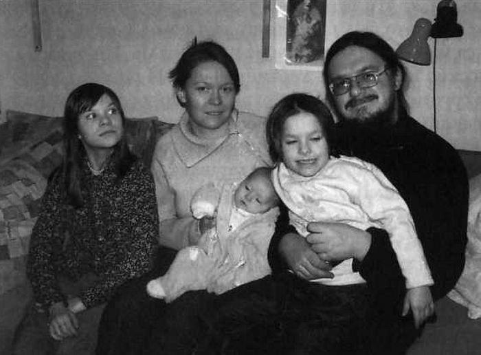 Иерей Даниил Сысоев с семьей