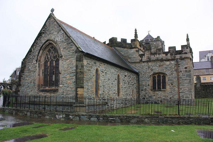 Внешний вид церкви Св. Киби в Холихеде, Англси (любезно предоставил - Chris Medley)