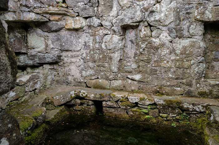 Купель источника Св. Киби в Ллангиби, Гвинет (взято с Haveagrandtour.co.uk)
