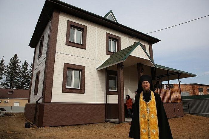 Церковь открыла еще два новых приюта для беременных женщин