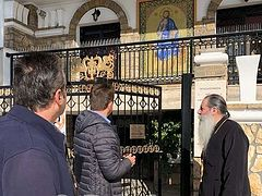 Piraeus Metropolis administrative building attacked, icon of Christ damaged