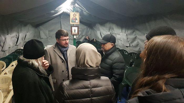 Евгений Стружак и Виктор Костин в палатке «Ангара спасения»