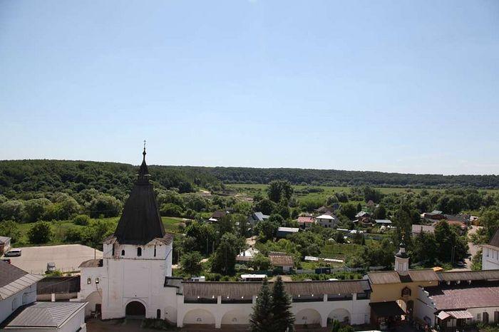 Вид с колокольни на окрестности монастыря