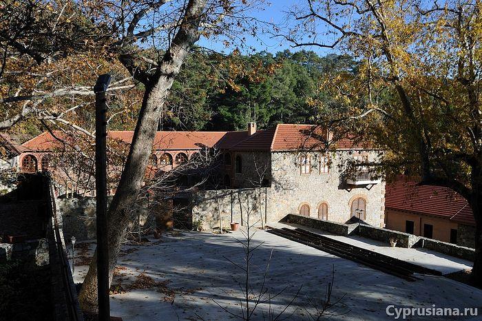 Монастырь Святого Иоанна Предтечи в Меса Потамос на Кипре